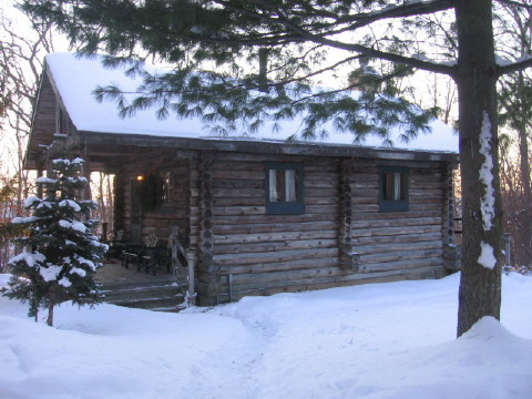 Walnut Ridge Wisconsin Log Cabin Vacation Rental Home near Galena Illinois bed and breakfasts, Madison WI hotels and Shullsburg Wisconsin.