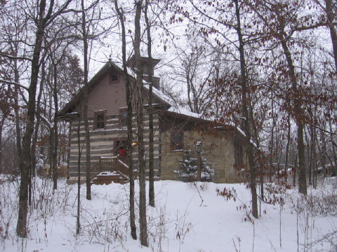 Walnut Ridge Wisconsin Log Cabin Vacation Rental Home near Galena IL bed and breakfast, Madison Wisconsin hotels and Shullsburg Wisconsin.