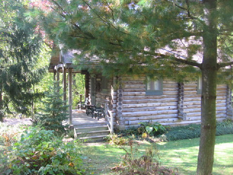 Walnut Ridge Wisconsin Log Cabin Vacation Rental Home near Eagle Ridge Galena IL & Madison WI, in Platteville Wisconsin.